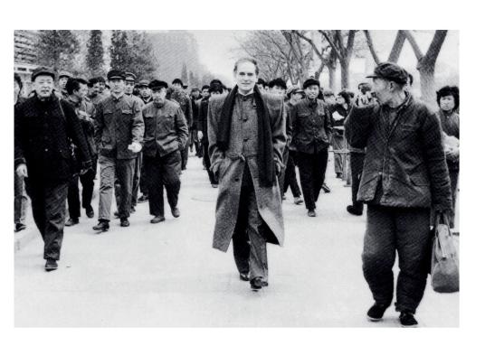 1978年,皮尔卡丹首次拜访中国,并成为第一位来到中国的欧洲设计师